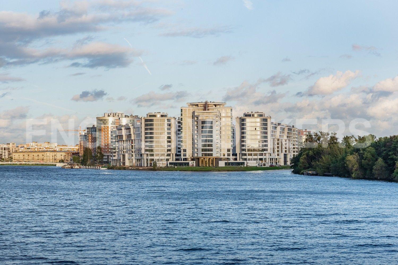 Вид на комплекс с Большого Петровского моста