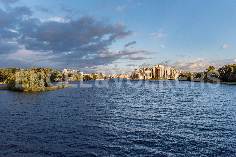 Леонтьевский мыс со стороны реки Малая Невка