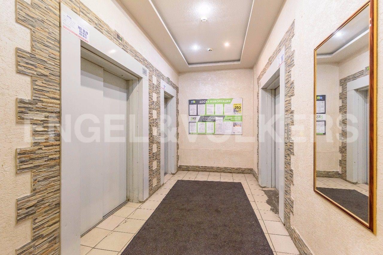 Элитные квартиры в Приморском районе. Санкт-Петербург, Приморский пр., 137. Входная группа
