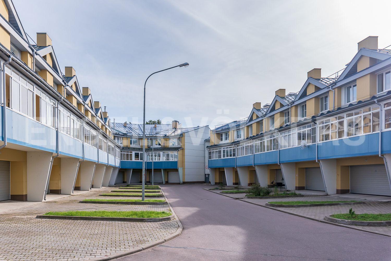 Элитные квартиры в Курортном районе. Санкт-Петербург, г. Сестрорецк, Дубковское шоссе. Гаражи