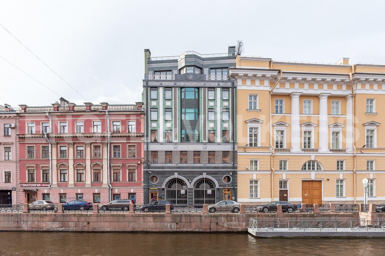 Элитные квартиры в Центральном районе. Санкт-Петербург, Большая Морская, 4. Вид на дом с наб. реки Мойки