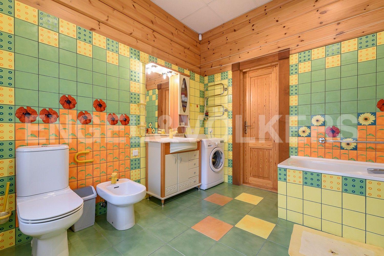 Элитные квартиры в Курортном районе. Санкт-Петербург, г. Сестрорецк, ул. Заречная дорога, д.3, корп.10. Ванная комната на 2-м этаже
