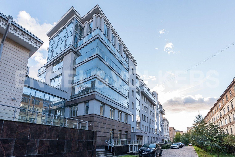 Элитные квартиры в Петроградском районе. Санкт-Петербург, Каменноостровский, 62. Фасад дома