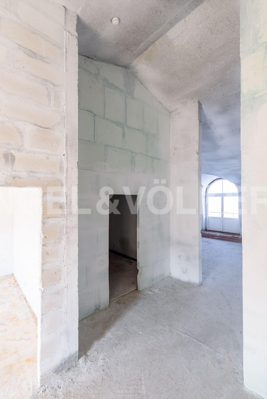 Холл квартиры с высотой потолков до 4,25м