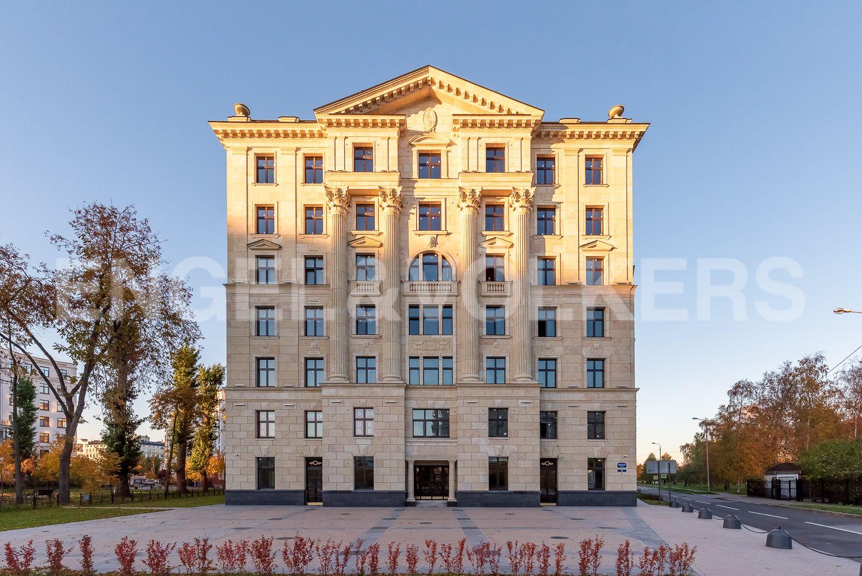 Элитные квартиры на . Санкт-Петербург, Морской пр, 29. Центральный фасад дома со стороны Морского проспекта