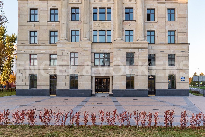Элитные квартиры на . Санкт-Петербург, Морской пр, 29. Центральный вход дома