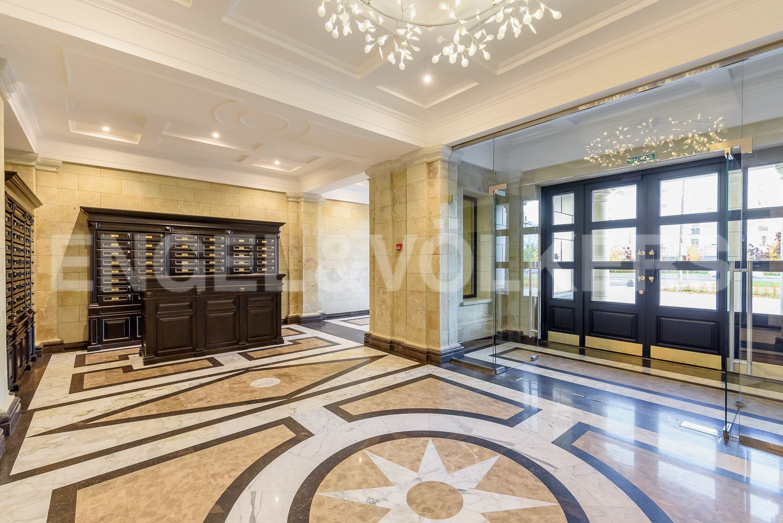 Элитные квартиры на . Санкт-Петербург, Морской пр, 29. Центральный вход со стороны Морского проспекта