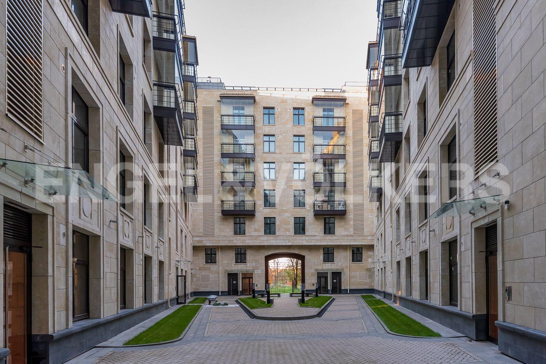 Элитные квартиры на . Санкт-Петербург, Морской пр, 29. Закрытый эко двор дома