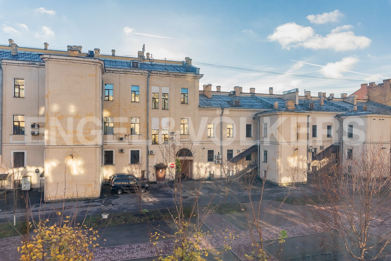 Элитные квартиры в Центральном районе. Санкт-Петербург, Шпалерная, 52А. Вид в зеленый двор