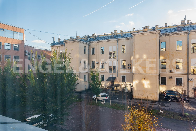 Элитные квартиры в Центральном районе. Санкт-Петербург, Шпалерная, 52А. Вид из окна