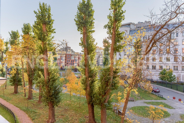Элитные квартиры на . Санкт-Петербург, Морской пр, 29. Вид из окон кухни гостиной на сквер