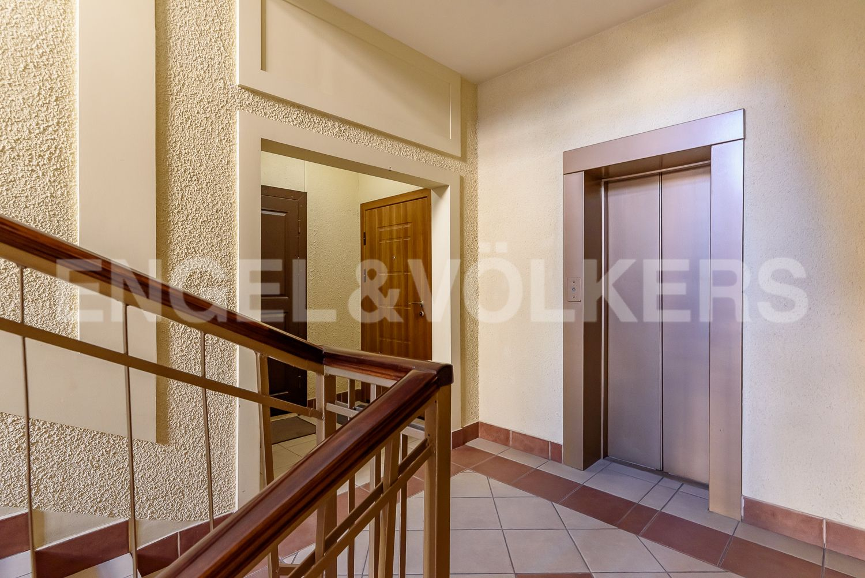 Элитные квартиры в Центральном районе. Санкт-Петербург, Шпалерная, 52А. Современный лифт