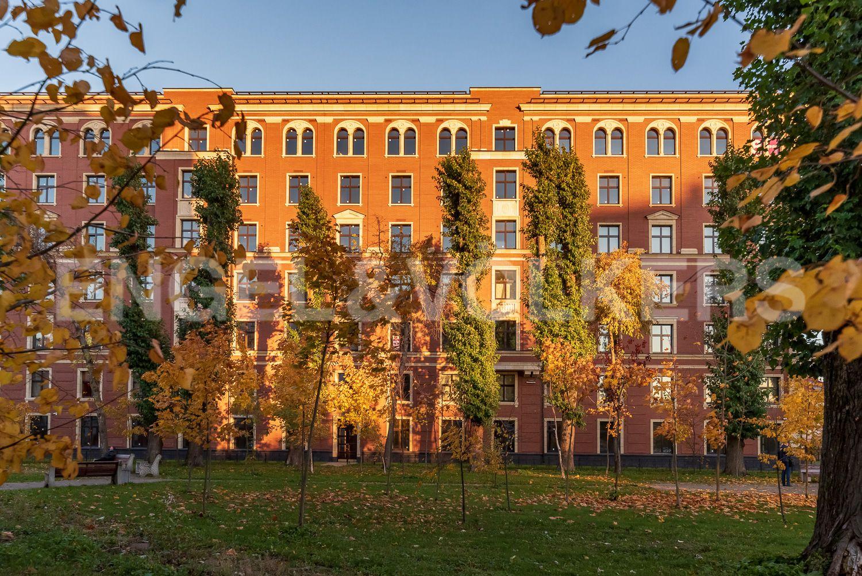Элитные квартиры на . Санкт-Петербург, Морской пр, 29. Сквер возле дома