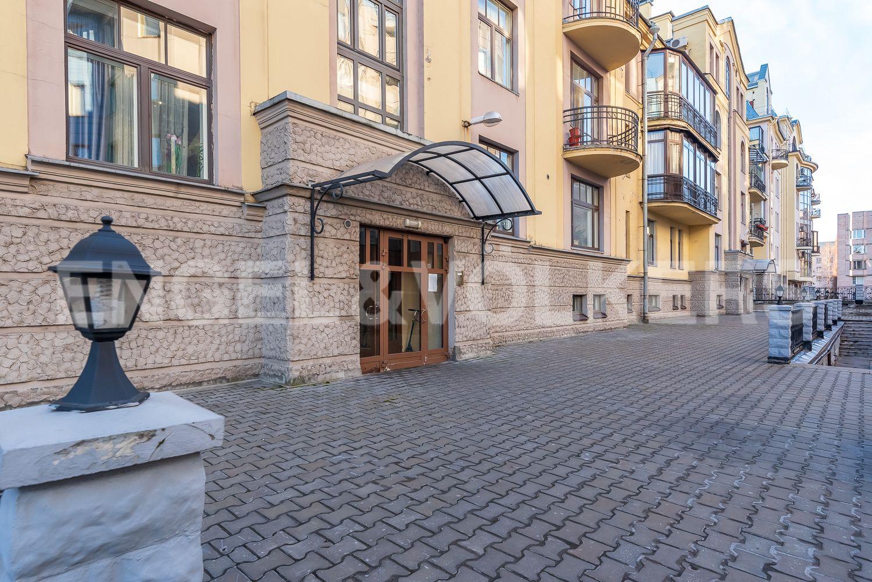 Элитные квартиры в Центральном районе. Санкт-Петербург, Шпалерная, 52А. Парадный вход