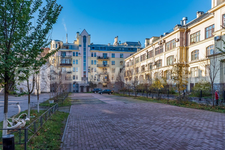 Элитные квартиры в Центральном районе. Санкт-Петербург, Шпалерная, 52А. Благоустроенный двор