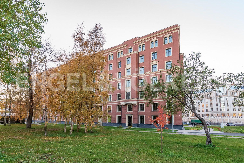 Элитные квартиры на . Санкт-Петербург, Морской пр, 29. Фасад дома со стороны Фруктового сада