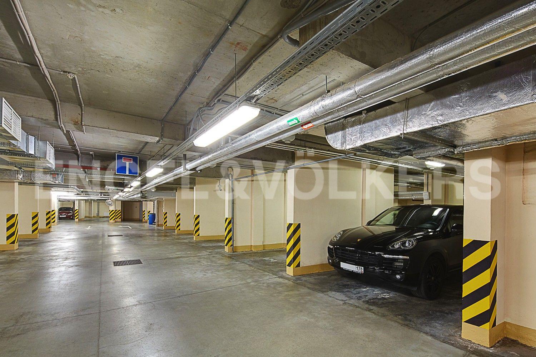 Элитные квартиры в Петроградском районе. Санкт-Петербург, Корпусная, 9. Отапливаемый подземный паркинг (спуск напрямую на лифте)