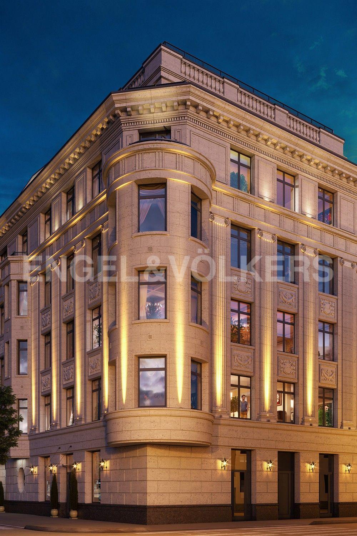 Элитные квартиры в Центральном районе. Санкт-Петербург, Наб. реки Мойки, 102. Декоративная подсветка фасадов, выполненных из юрского мрамора