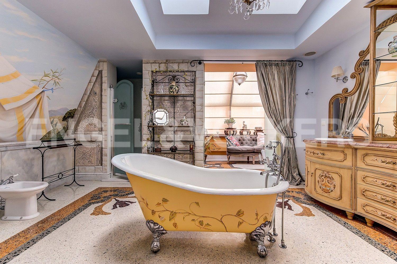 Элитные квартиры в Приморском районе. Санкт-Петербург, Приморский пр., 14. Стилизованная большая ванная комната