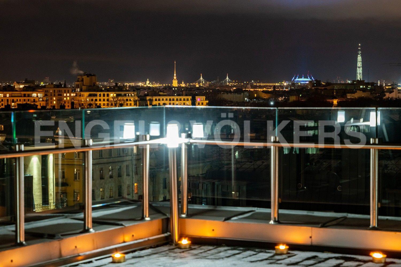 Элитные квартиры в Центральном районе. Санкт-Петербург, Кирочная ул., д.64. 12Б Панорамный вид на достопримечательности Петербурга