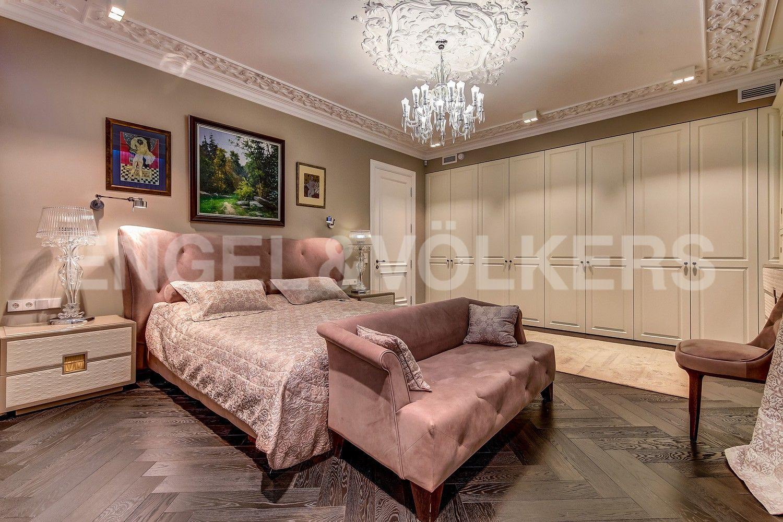 Элитные квартиры в Центральном районе. Санкт-Петербург, Кирочная ул., д.64. Гардеробные шкафы в мастер-спальне