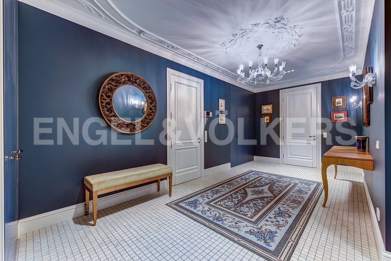 Элитные квартиры в Центральном районе. Санкт-Петербург, Кирочная ул., д.64. Холл - прихожая