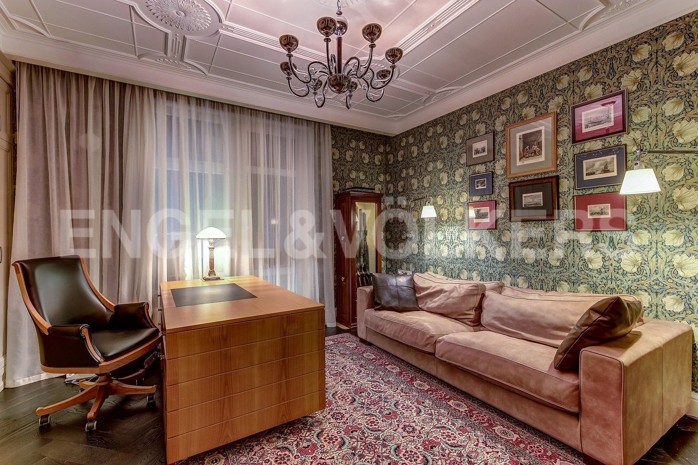 Элитные квартиры в Центральном районе. Санкт-Петербург, Кирочная ул., д.64. Кабинет (либо четвертая спальня)