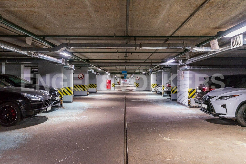 Элитные квартиры в Центральном районе. Санкт-Петербург, Кирочная ул., д.64. Подземный паркинг (спуск напрямую на лифте)