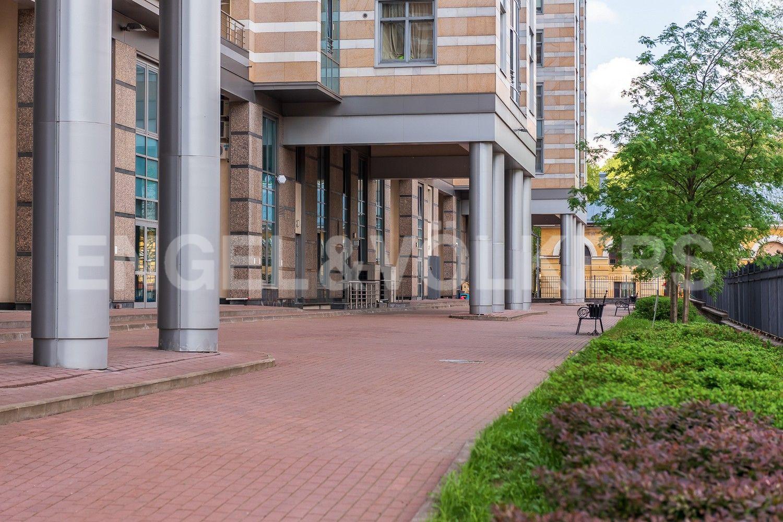 Элитные квартиры в Центральном районе. Санкт-Петербург, Кирочная ул., д.64. Придомовая территория комплекса
