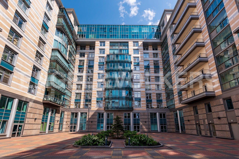 Элитные квартиры в Центральном районе. Санкт-Петербург, Кирочная ул., д.64. Внутренняя придомовая территория комплекса