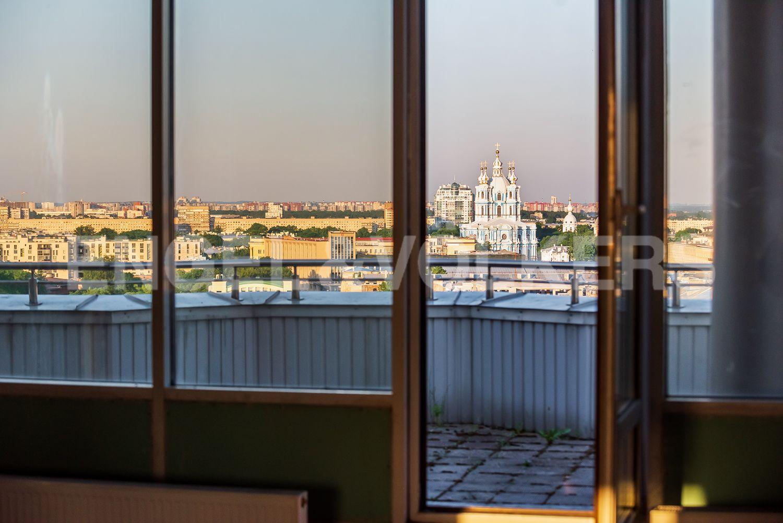 Вид из окон на Смольный собор