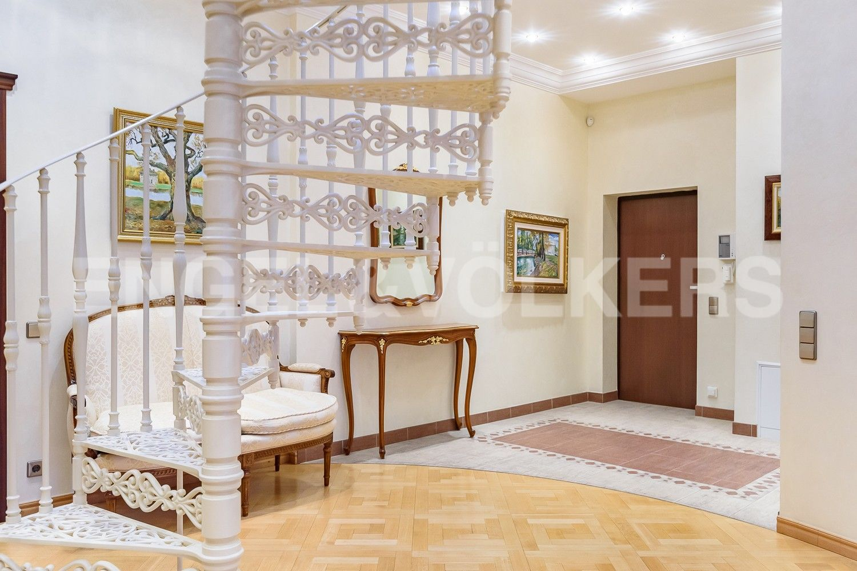 Элитные квартиры в Петроградском районе. Санкт-Петербург, Песочная наб. 12. Холл-прихожая