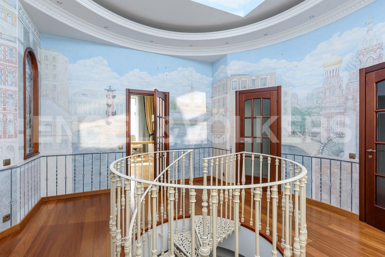 Элитные квартиры в Петроградском районе. Санкт-Петербург, Песочная наб. 12. Холл на 2 эт