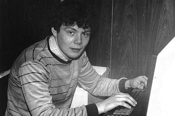 Михаил Фридман родился во Львове и там же ходил в школу. Два раза пробовал поступить в Московский физико-технический институт, однако не прошел из-за фамилии. Поступил в Московский институт стали и сплавов