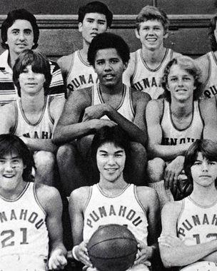 Первый раз Барак Обама (второй в среднем ряду) пошел в школу в Джакарте, где жил вместе с матерью и отчимом. После третьего класса будущий президент США переехал в США, на Гавайи, и учился в престижной частной школе «Панехоу». Увлекся баскетболом
