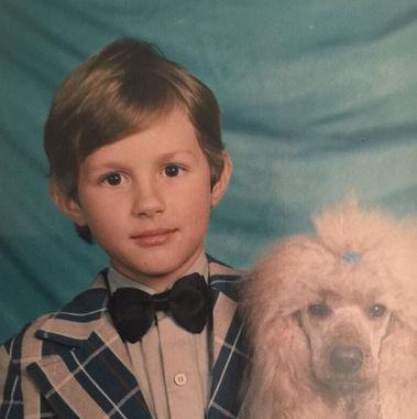 В первый класс Павел Дуров пошел в итальянском Турине, где жил с родителями. По возвращении в Россию сначала пошел в обычную школу, а затем - в гимназию при СпбГУ. Увлекся программированием в 11 лет