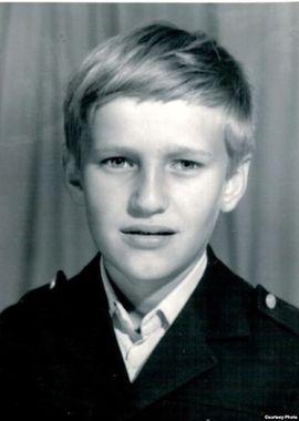 Политик Алексей Навальный окончил Алабинскую среднюю школу в военном посёлке Калининец Московской области
