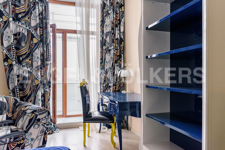 Элитные квартиры на . Санкт-Петербург, ул. Вязовая, 10. Рабочий стол в детской