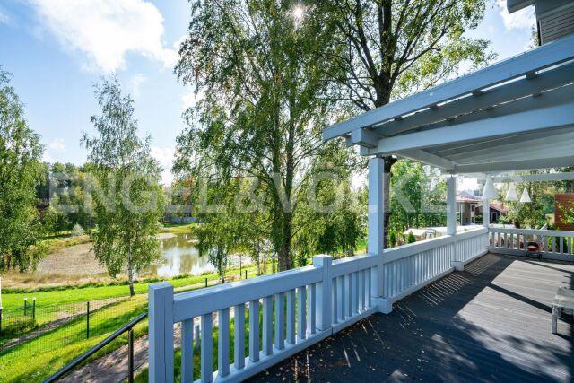 «Лемболово Парк» – загородный дом в клубном поселке на берегу пруда