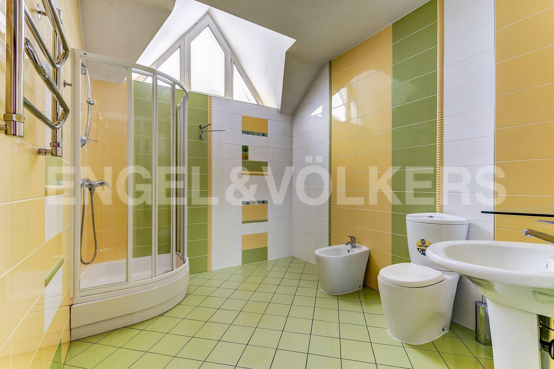 Элитные квартиры в Выборгском районе. Санкт-Петербург, пос. Парголово, Осиновая Роща, ул. Крутая, 6. Ванная комната на 1-м этаже