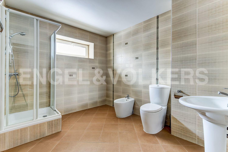 Ванная комната в цокольном этаже