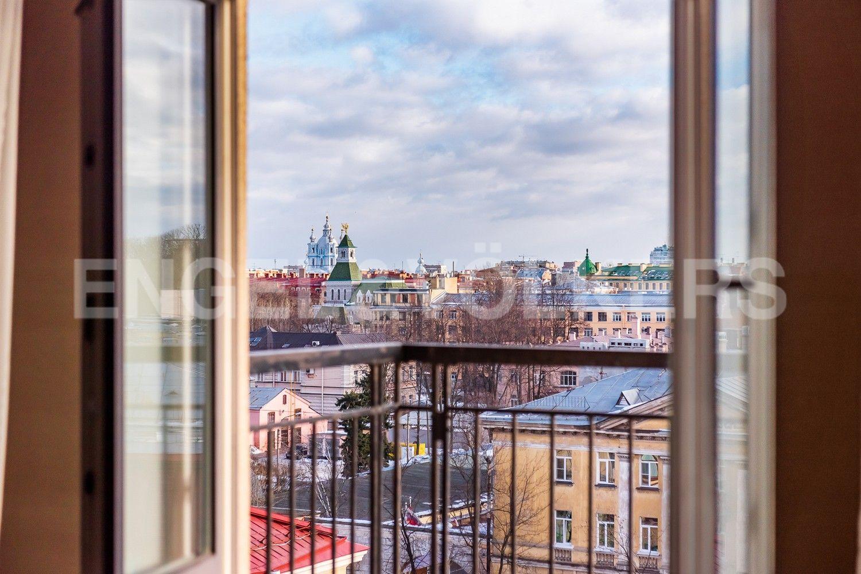 Элитные квартиры в Центральном районе. Санкт-Петербург, Парадная, 3, корп. 2. Вид из гостиной
