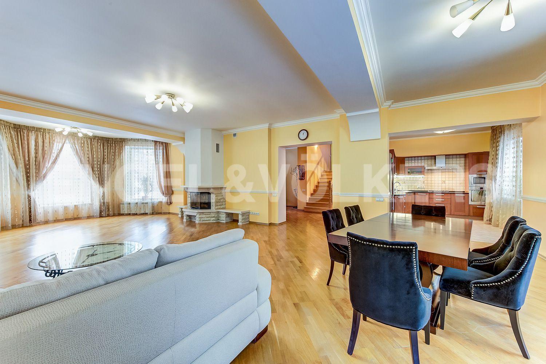 Вид на столовую и гостиную