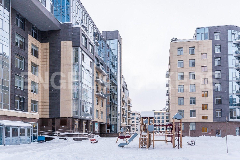 Элитные квартиры на . Санкт-Петербург, ул. Вязовая, 10. Внутренний двор