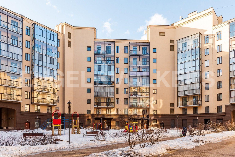 Элитные квартиры в Центральном районе. Санкт-Петербург, Парадная, 3, корп. 2. Внутренний двор