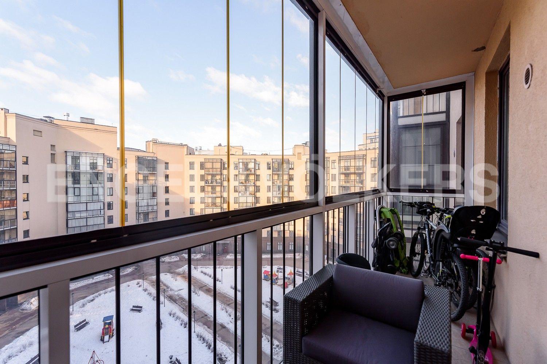 Элитные квартиры в Центральном районе. Санкт-Петербург, Парадная, 3, корп. 2. Застекленный балкон