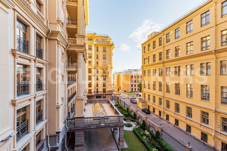 Элитные квартиры в Центральном районе. Санкт-Петербург, наб. реки Фонтанки, 76, корп. 2. Вид из окна