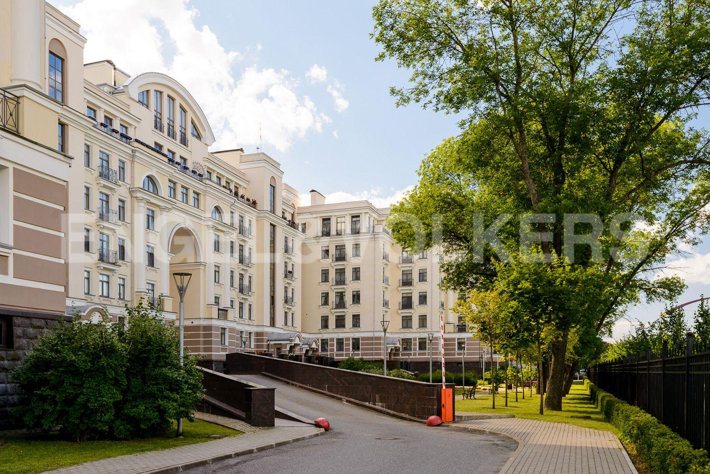 Элитные квартиры на . Санкт-Петербург, Морской пр., 24. Территория комплекса