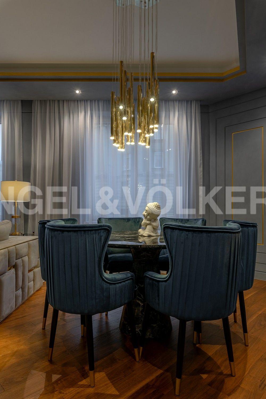 Элитные квартиры в Центральном районе. Санкт-Петербург, Смольный пр., 17. Зона столовой в гостиной