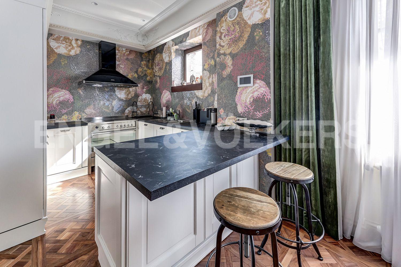 Элитные квартиры в Приморском районе. Санкт-Петербург, Главная улица, 31 корпус 1. - Кухня (2 этаж)